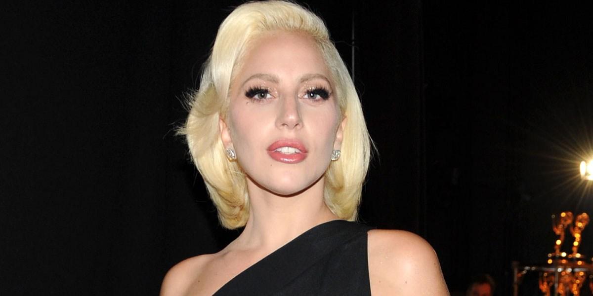 2007 arbeitete Gaga mit der Künstlerin Lady Starlight zusammen die ihre Bühnenoutfits kreierte Das Duo trat schließlich unter dem Namen Lady Gaga and the