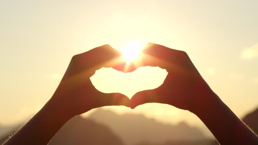 O amor é um sentimento inenarrável que rompe todas as barreiras e limites,  invade pensamentos e impulsiona emoções, gera paz e euforia, alimenta  sonhos e ...