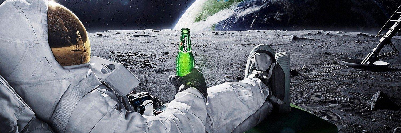 Capa Facebook criativa-capa-para-twitter-astronauta-na-lua Capas para Twitter