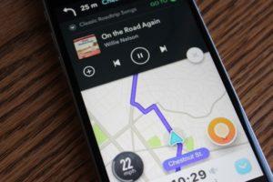 Spotify e Waze integrados para você ouvir música enquanto dirige